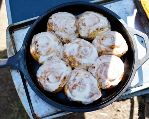 cinnamon rolls in dutch oven